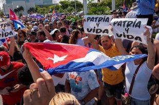 """EE.UU. condena llamado del gobierno cubano para """"combatir"""" las protestas"""